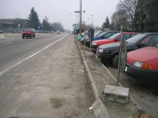 Sulla strada comunale non ci sono più i cassonetti